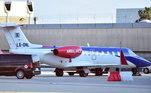 O atacante viajou em um pequeno avião que tinha a palavra 'ambulância' pintada em uma de suas turbinas. Ele ficou isolado do restante da seleção de Portugal após seu exame ser positivo para a covid-19