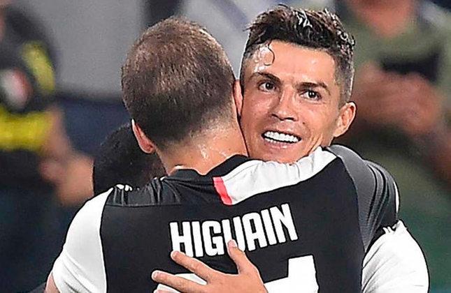 Cristiano Ronaldo e Higuaín: jogaram juntos no Real Madrid e na Juventus.