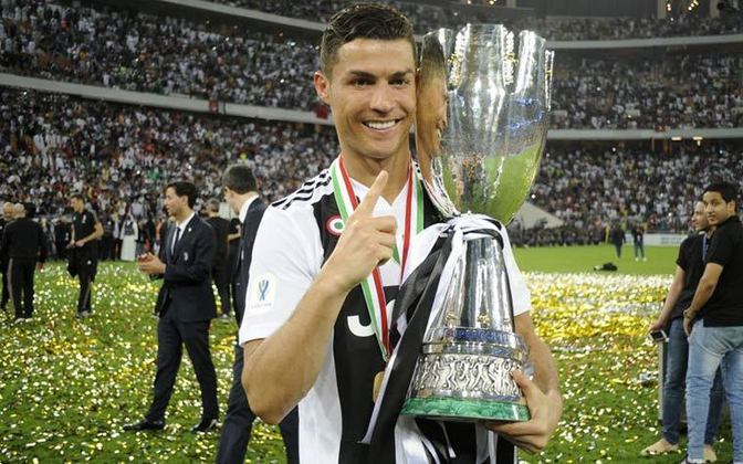 Cristiano Ronaldo: O português marcou 37 gols com a camisa da Juventus na temporada 19/20. Com a Velha Senhora, conquistou o Campeonato Italiano. O craque entra na disputa para tentar seu sexto título de melhor do mundo e se igualar a Messi