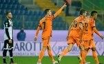 No sábado (19), aJuventus venceu o Parma por 4 a 0 em partida válida pela 13ª rodada do Campeonato Italiano. Com gols de Cristiano Ronaldo, um dos três finalistas do prêmio da Fifa de melhor jogador do mundo deste ano, a equipe de Turim, por enquanto, assume a segunda posição na tabela.A Juve ainda tenta alcançar a incrível marca de dez títulos seguidos, mas nesta temporada está esbarrando na boa campanha do MilanAtenção, apertem os cintos que a CR7 Airlines vai levantar seu voo