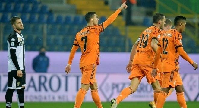 Cristiano Ronaldo marca 2 na goleada da Juve sobre o Parma, neste sábado (19)