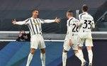 Eneacampeã italiana, a Juventus venceu o Cagliari por 2 a 0, neste sábado (21), pela oitava rodada do Campeonato Italiano. O português Cristiano Ronaldo fez os dois gols da 'Velha Senhora'. A Juve tem agora 16 pontos, um a menos que o líder e invicto Milan que, com cinco vitórias e dois empates até agora, jogará no domingo, fora de casa, em clássico contra o NapoliO CR7 faz dois, sobe aos oito, e a Juve encosta na liderança do Milan