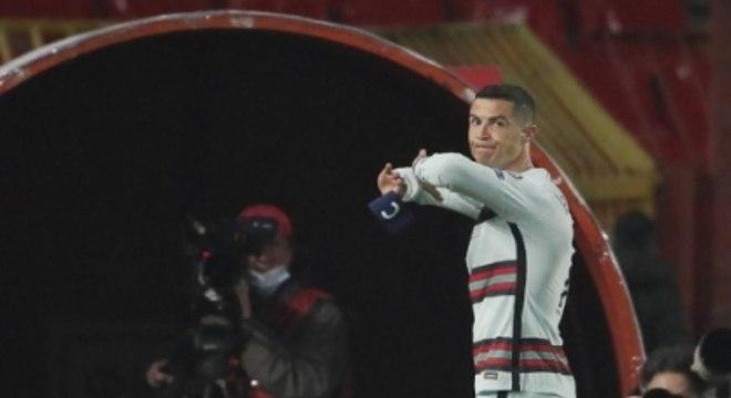 Cristiano Ronaldo se revolta após erro de arbitragem nas Eliminatórias europeias (AFP)