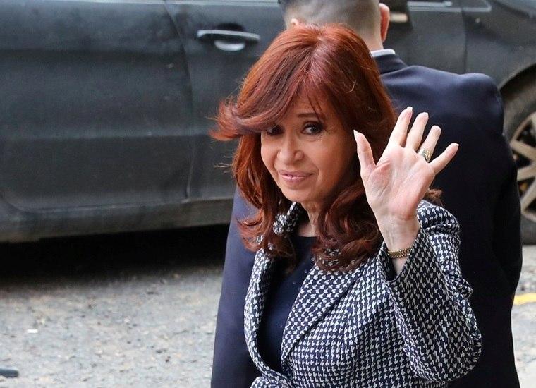 Argentina: Juiz abre novo processo contra Kirchner por corrupção