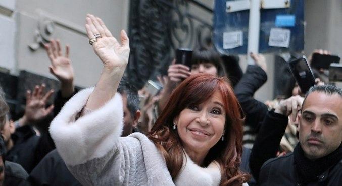 Cristina Kirchner renuncia salário como vice-presidente