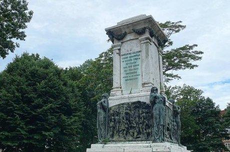 Estátua de Colombo é removida em Newark