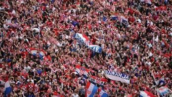 __Croatas lotam ruas de Zagreb para receber os vice-campeões__ (Reprodução)