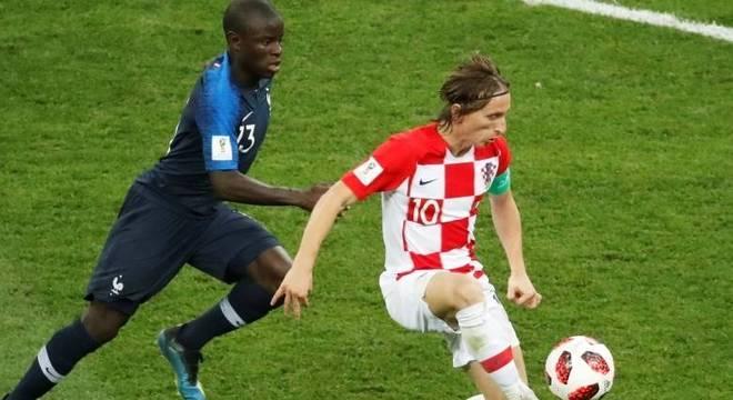 Meninos vão receber camisas iguais a usada por Modric, na final da Copa do Mundo
