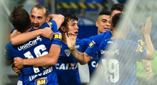 A celebração do Cruzeiro, Lucas Silva abraça Barcos