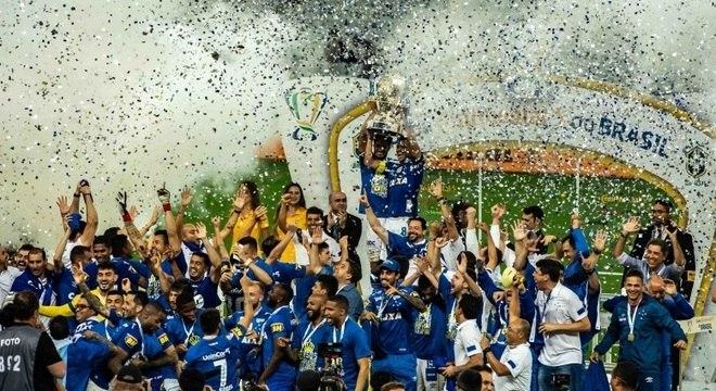 Jogadores do Cruzeiro comemoram título da Copa do Brasil