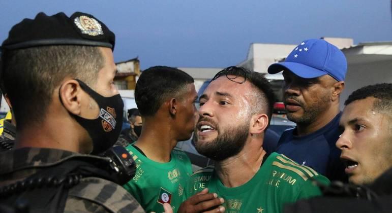 Briga generalizada só foi interrompida após ação da Polícia Militar