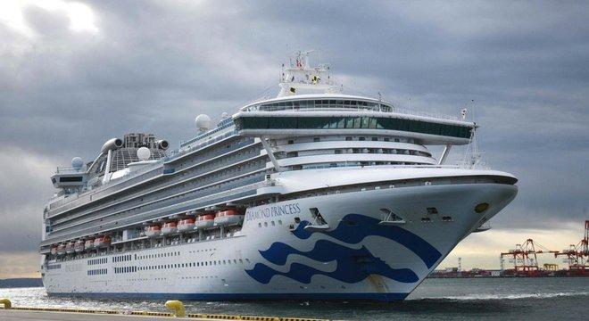 Cruzeiro Diamond Princess tem quase 3,7 mil pessoas a bordo sob quarentena