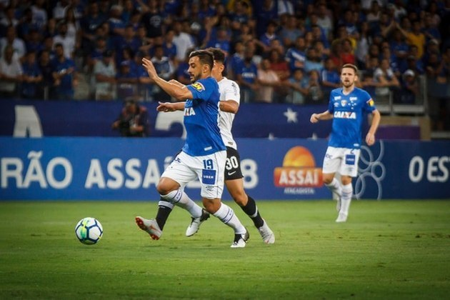 Cruzeiro - Divisão atual: Série B do Brasileirão - Títulos: duas Libertadores, quatro Brasileiros, seis Copas do Brasil e 38 mineiros.