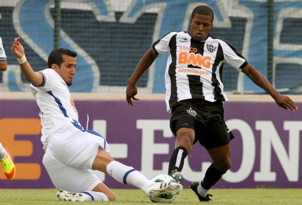 Cruzeiro e Atlético-MG se enfrentaram pelo Campeonato Brasileiro de 2011. Lutando para fugir do rebaixamento, a Raposa entrou em campo na última rodada podendo ser rebaixada pelo seu maior rival. No entanto, o Cruzeiro acabou aplicando uma goleada história de 6 a 1 em cima do Galo e conseguiu se manter na primeira divisão.