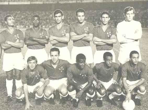 Cruzeiro - Em 1966, com uma espetacular campanha ao derrotar o Santos, de Pelé, a Raposa se consagrou campeã invicta da Taça Brasil.
