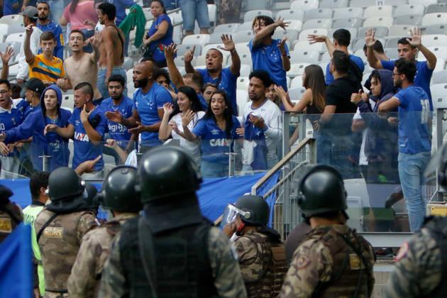 Cruzeiro - Em 2019, a Raposa fez uma campanha turbulenta e com muitos problemas fora do campo, que refletiram diretamente nas atuações da equipe. Com problemas financeiros, o clube foi rebaixado e segue na Série B.