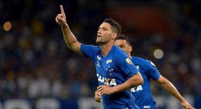 Thiago Neves abriu o caminho para massacre do Cruzeiro diante de La U