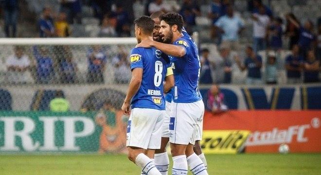 Cruzeiro se prepara para mês decisivo para a temporada