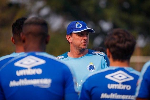 Para o lugar de Mano, o Cruzeiro contratou Rogério Ceni, que estava no Fortaleza, para salvar o clube do rebaixamento. Com divergências com os medalhões do elenco, Rogério não durou muito e acabou saindo da Raposa com menos de dois meses de cargo