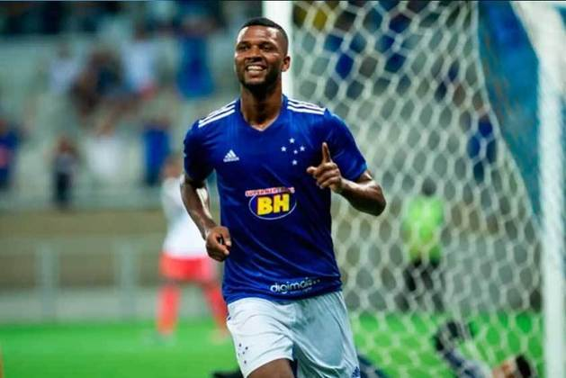 CRUZEIRO - SOBE - O Cruzeiro deu mais perigo no jogo, principalmente pela bola aérea, em que Diego Loureiro conseguiu fazer grandes defesas - DESCE - Muitas faltas cometidas, o que levou a equipe a sair com 4 jogadores amarelados.