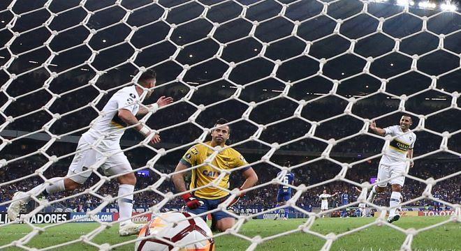 O gol do Boca Junior sacramentou a eliminação do Cruzeiro no Mineirão