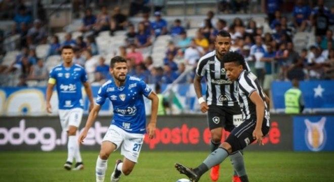 Jogo entre Cruzeiro e Botafogo teve pouquíssimas emoções