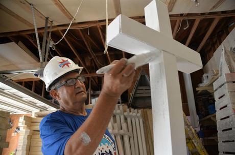 Zanis criou a fundação 'Crosses for Losses'