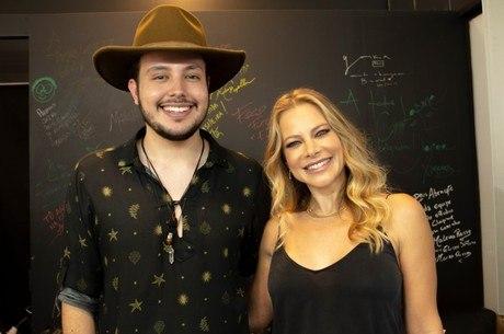 Léo Vieira contou para a Jackie Petkovic sobre a emoção de cantar