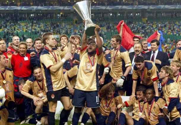CSKA Moscou - 2005 - Em 2004/05, o torcedor do CSKA viu sua equipe conquistar a Europa League, o caneco da liga e da copa do país naquela mesma temporada.