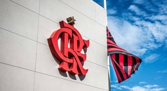 Ninho do Urubu está com bandeira do Flamengo a meio mastro desde incêndio