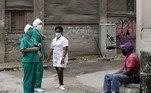 A já frágil economia cubana pode sofrer ainda mais com os efeitos da pandemia. Por isso, muitos trabalhadores continuam desempenhando suas atividades