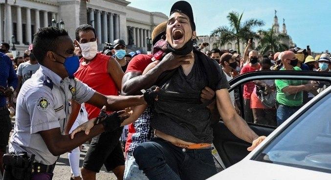 Manifestantes foram às ruas de Cuba protestar contra a pior crise dos últimos 30 anos no país