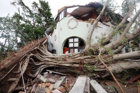 Tornado e tempestade atingem Havana, em Cuba