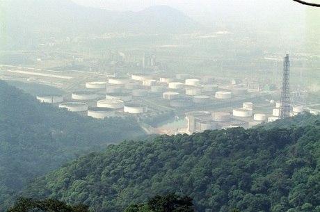 Industrialização acelerou ocorrências de chuva ácida