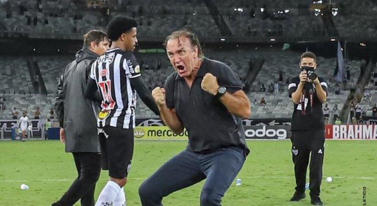 A emoção de Cuca. O Atlético superou o trauma da Libertadores. E quer, como nunca, o Brasileiro