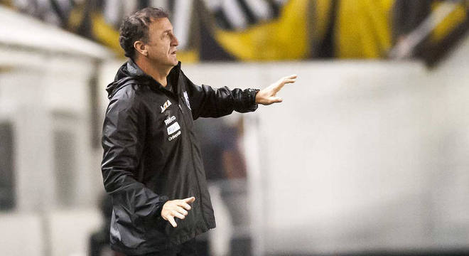 Cuca busca sua 1ª vitória na volta ao Santos e vaga à semifinal da Copa do Brasil