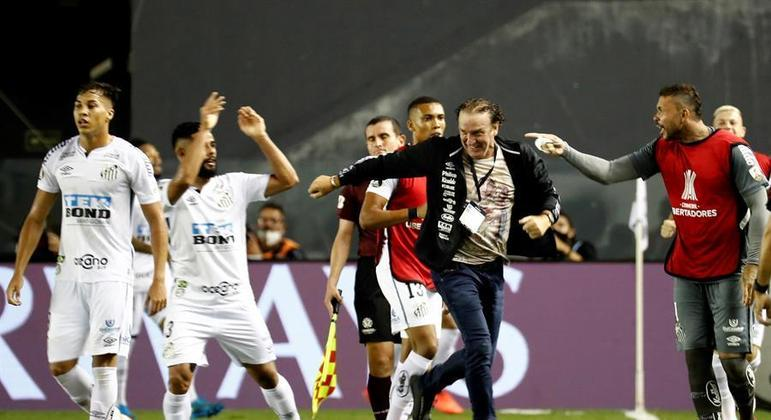 Cuca, campeão da Libertadores em 2013, faz grande trabalho no Santos