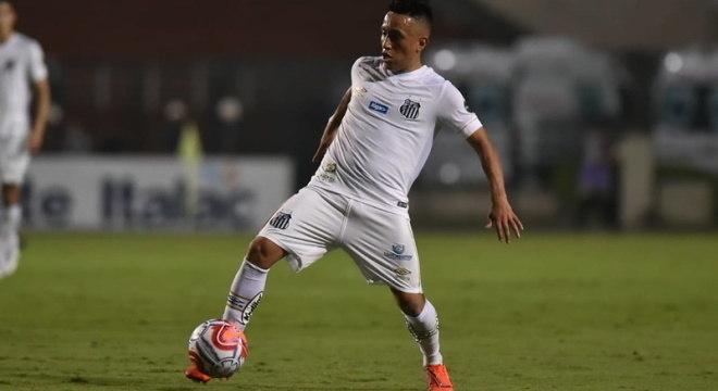 Cueva jogou no Santos em 2019, e ficaria mais três anos, mas ele foi embora