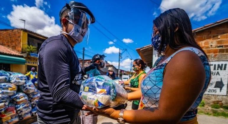 Ação  visa a arrecadação de 100 toneladas de alimentos para mães que moram em favelas