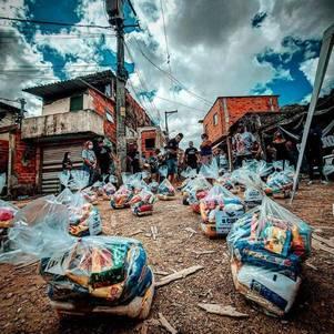 ONG distribuiu mais de 200 cestas básicas em favela de SP