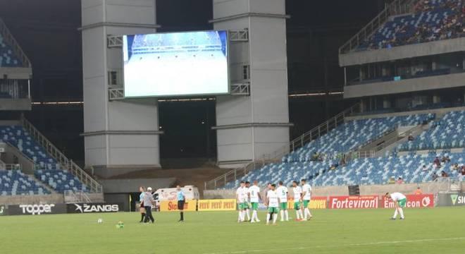 Jogadores do Figueirense se recusaram a entrar em campo contra o Cuiabá