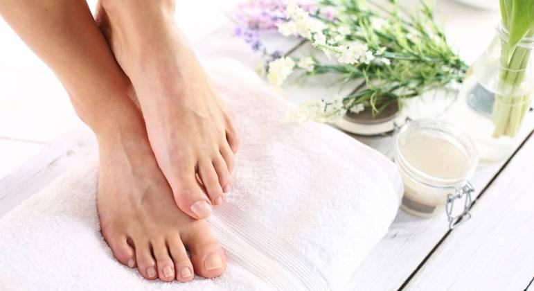 Cuide de seus pés: saiba como tratar calosidades e micoses