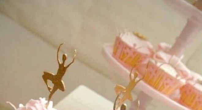 0457358d8c cupcakes personalizados com bailarinas douradas para festa infantil  bailarina