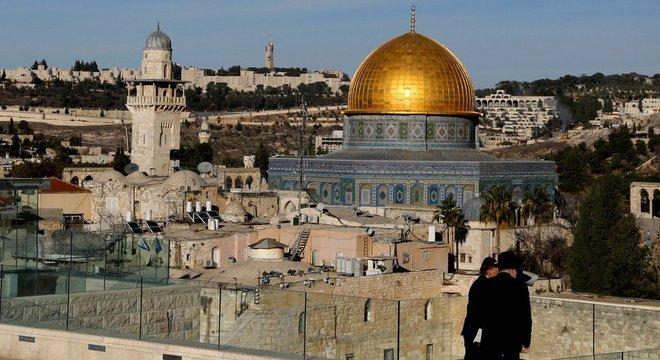 Localizada na parte antiga de Jerusalém, o Domo da Rocha é uma construção sagrada para o islã Área sob disputa