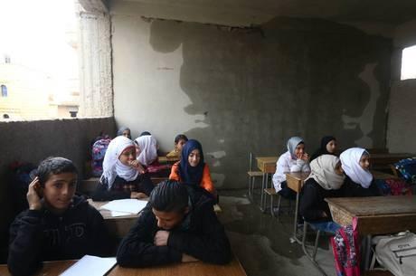 Curdos mantêm escolas na Síria