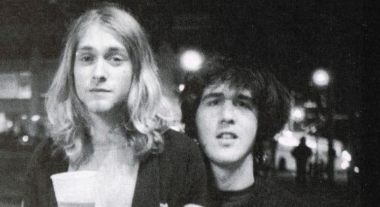 Curiosidade 2: Krist Novoselic demorou anos para aceitar a proposta de Kurt Cobain para formarem uma banda