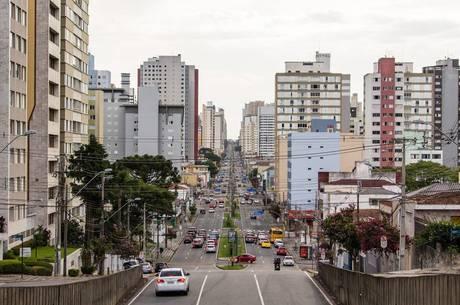 Em Curitiba, só vai funcionar serviço essencial