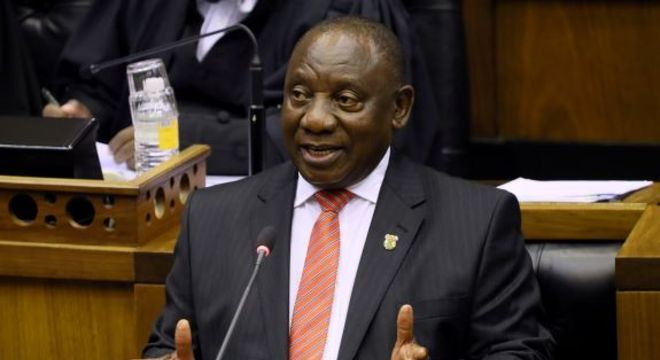 Presidente da África do Sul irá flexibilizar isolamento em junho