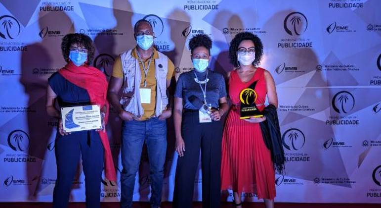 Equipe do Departamento de Marketing, Comunicação e Imagem  da Record TV Cabo Verde: Maguida Oliveira, Newton Cardoso, Heloisa Rodrigues e Adriana Oliveira (esq. para a dir.)