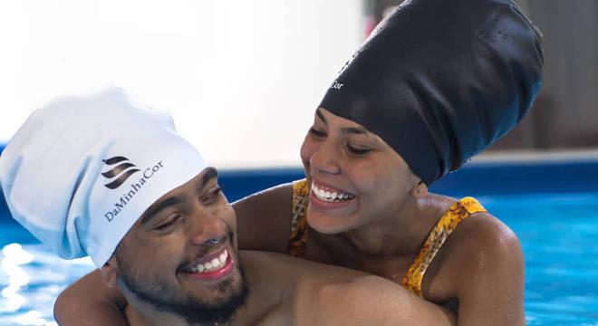 Por medida de segurança, uso de touca é obrigatório em piscinas